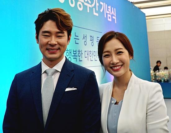 오늘 오기 잘했다는 사회를 맡은 부부 아나운서 조충현, 김민정 씨.