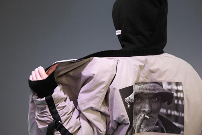 패션 디자이너를 꿈꾸는 청년이 만든 의류 (출처 : 라잇루트 블로그)