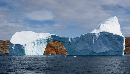 북극 그린랜드 주변의 빙하. 지구상 물의 총량은 1억년이나 지금이나 동일하다. 그러나 지구온난화로 얼음이 녹아내리면서 강수량이 보다 많아질 수 있는 여건이 조성되고 있다.(제공=킴 핸슨)
