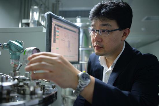 이번 연구 외에도 해양 단백질 소재라면 관심을 두고 연구한다는 차형준 교수.