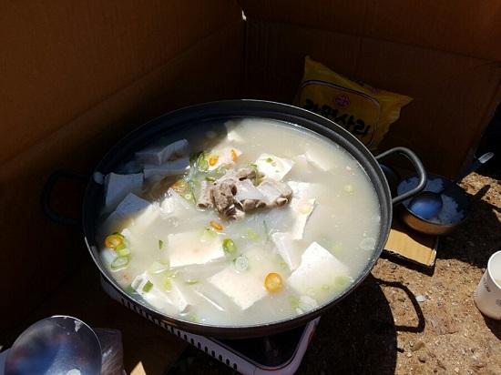 죽산포에서 준비 된 지역식당의 점심 - 젓국갈비