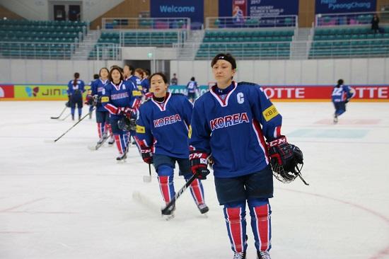 여자아이스하키 국가대표팀은 평창올림픽에서 스웨덴(5위), 스위스(6위), 일본(7위)와 같은 조이다.