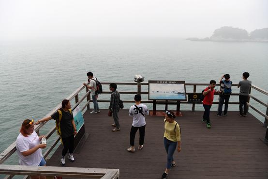여수청년들이 섬으로 들어왔다. 섬살이를 살펴보고 아이디어를 얻기 위해서다. 여행객들이 여수를 가고 싶어 하는 것은 젊은 기획가들이 있기 때문이다. 그들이 여수를 꾸꿈스럽게 살펴보기 때문이다.