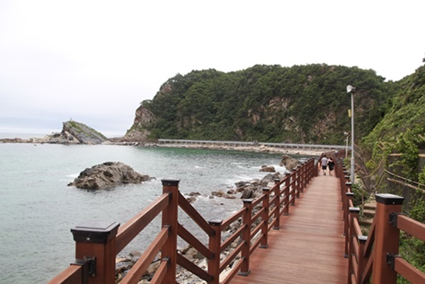 정동심곡 바다부채길 해안 산책로.