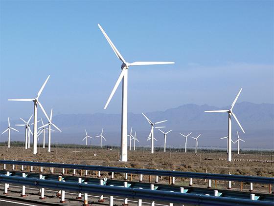 중국 신장위구르자치구 투루판 시 인근의 풍력발전소.(사진=저작권자(c) 연합뉴스, 무단 전재-재배포 금지)