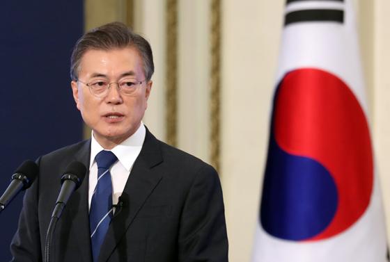 """문 대통령 """"국민이 국정운영 가장 큰 힘"""""""