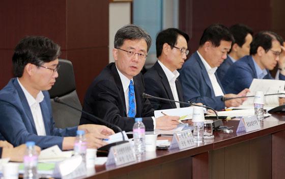 김현종 통상교섭본부장이 24일 오전 서울 종로구 한국무역보험공사 대회의실에서 열린