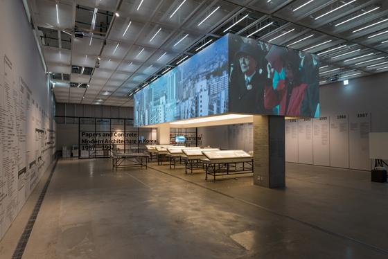 국립현대미술관 <종이와 콘크리트: 한국 현대건축 운동 1987-1997> 전시실 (사진 = 국립현대미술관)