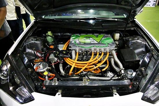 전기자동차로 개조된 자동차엔진