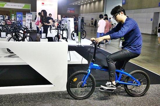 자전거 신제품 전시장