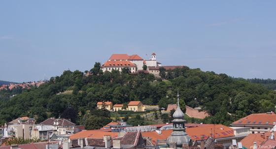 소박한 브르노 시가지. 언덕 위에 세워진 슈필베르크 성은 브르노 시가지의 구심점을 이룬다.