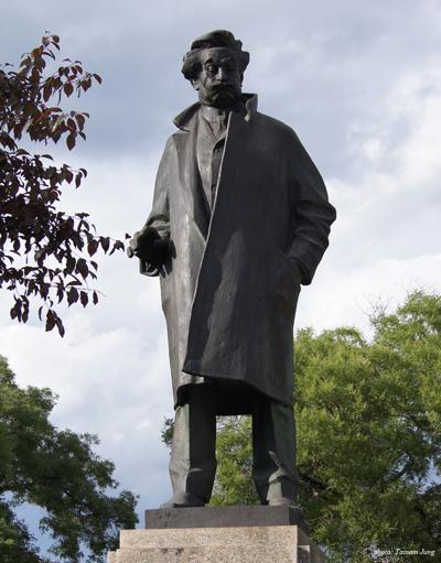 야나체크의 동상. 그는 스메타나, 드보르작에 이어 체코의 음악을 국제적인 수준으로 이끌어 올렸다.
