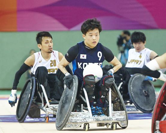 8월 IPC 이달의 선수에 선정된 휠체어럭비 박우철 선수가 2014 인천장애인아시아경기대회에서 경기하는 모습.(사진=대한장애인체육회)