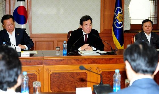 이낙연 총리가 14일 오전 정부서울청사에서 열린 국정현안점검회의에서 발언하고 있다.