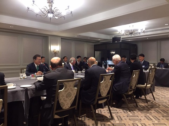 문재인 대통령이 미국 금융·경제인과의 대화하는 모습(사진출처:청와대)
