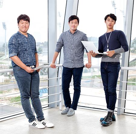 임의규 스포츠매니저(가운데)와 그를 돕고 있는 김태휘(왼쪽) 장세웅(오른쪽) 어시스턴트 매니저.(사진=C영상미디어)
