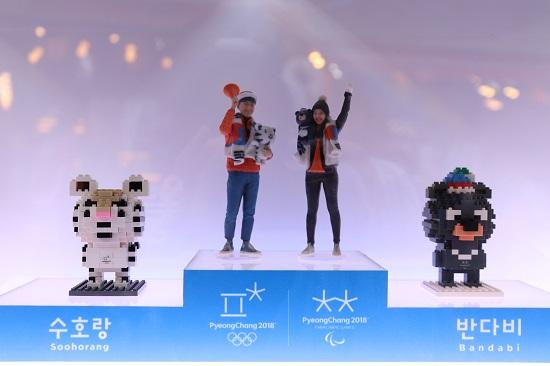 한국관광공사는 2018명의 세계인을 본 뜬 피규어를 제작해 평창동계올림픽 기간 동안 전시에 나선다.