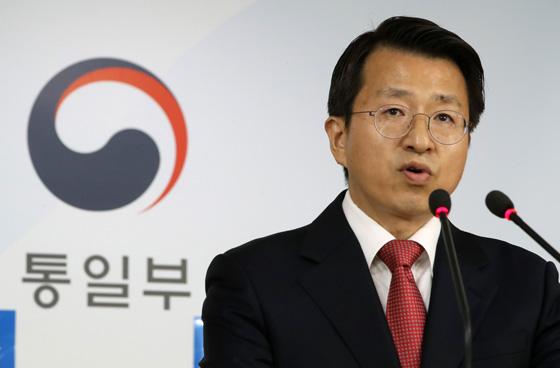"""통일부 """"개성공단 기업인, 방북 요청하면 검토"""""""