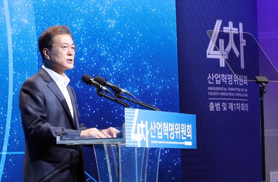 """문 대통령 """"혁신성장, 새로운 경제성장 핵심 전략"""""""
