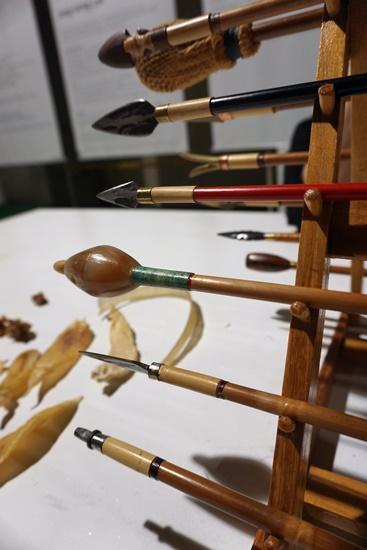 우리의 전통 활들. 맨 위의 활이 석전, 그 아래가 노시, 둥근 활이 효시, 그 밑이 유엽전이다. 활 촉에 따라 이름이 달라진다.