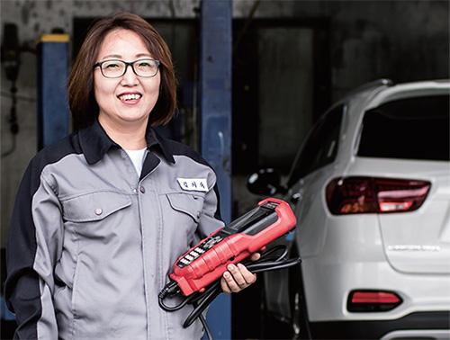 자동차 정비사 김희숙씨.(사진=C영상미디어)