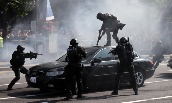 광화문 광장서 제72주년 경찰의 날 기념식