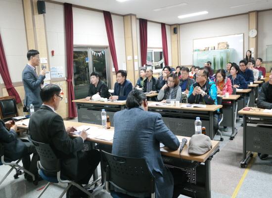 참가자들이 전북도와 간담회를 갖고 있다.