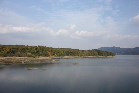 -'대청호 오백리길'은 대전시의 가을주간 여행 프로그램 중 하나이자, 행정자치부가 발표한 '대한민국에서 꼭 가봐야 할 가장 아름다운 자전거길 100선'에 선정된 곳이다.