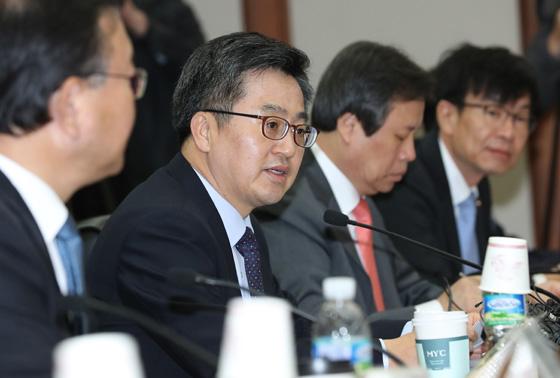 30명 미만 사업장 최저임금 보조…1인당 월 13만원까지