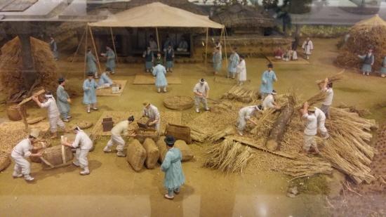 조선시대 양전사업의 모습을 모형으로 전시하고 있다.