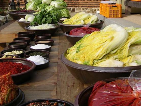 김치는 한국을 대표하는 음식이자, 한국인에게 가장 친숙한 발효식품이다. (캐롤라인 녹스)