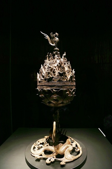백제 금동대향로는 백제의 대표적인 유물이자 문화다.