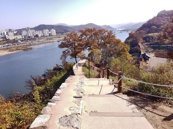 공산성은 금강과 맞닿아 방어하기 편리한 '천혜의 요새'다