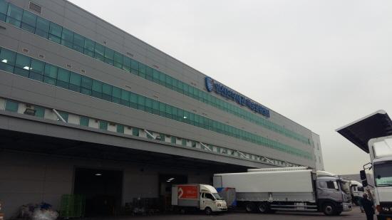 인천본부세관 특송물류센터 건물이다.