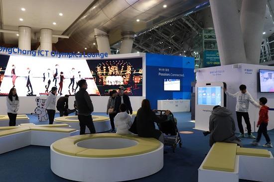 과학기술정보통신부가 '2018 평창 동계올림픽·패럴림픽' G-100을 맞아 1일 인천공항교통센터에 '인천공항 ICT체험관'를 개소했다.