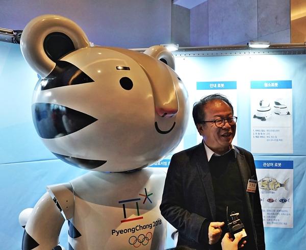 평창올림픽 로봇지원단장인 휴보를 만든 오준호 카이스트 교수.