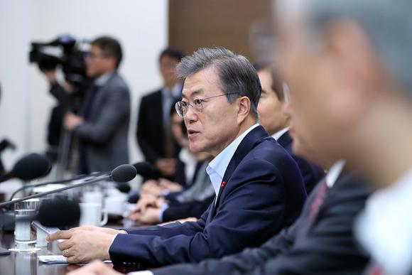 문재인 대통령이 18일 오후 청와대 여민관에서 열린 수석보좌관회의에서 발언하고 있다. (사진=청와대)