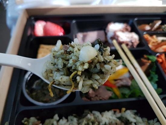 곰취 소스를 섞어 비빈 강원나물밥.