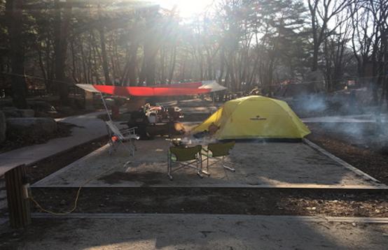 겨울캠핑은 온열기 등 무리한 난방기구 사용을 자제하고 이너텐트까지 자주 환기해줘야 한다. (사진=월악산국립공원)