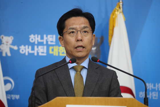 """외교부 """"北 평창 참가에 대북제재 사전조치 필요시 검토"""""""