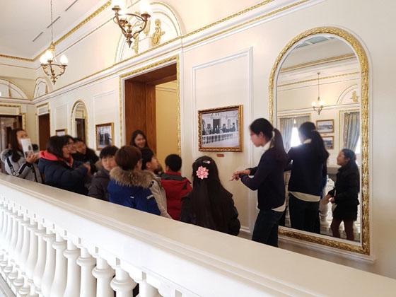 석조전 어린이 해설사들의 활동 모습(사진 = 문화재청)