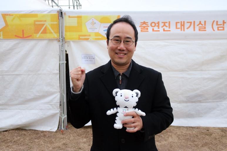 린덴바움 페스티벌 오케스트라 원형준 감독이 평창동계올림픽을 응원메시지를 전하고 있다