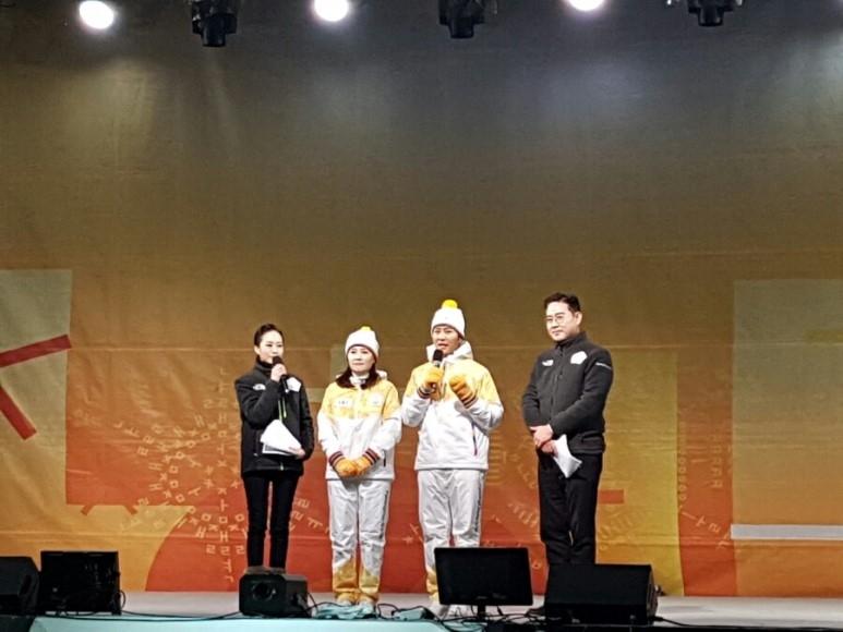 배우 최수종씨가 성화봉송의 감격적인 소감을 전하고 있다
