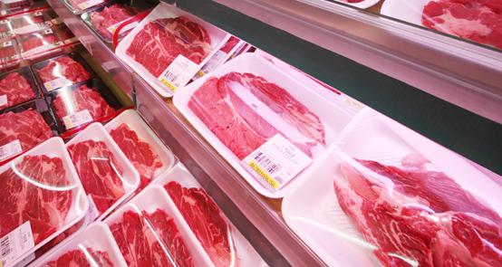 농림축산식품부는23일 국민건강 확보 주제 업무보고에서 농약이력관리제·동물복지형 축산 전환 등 생산단계부터 안전환경을 철저히 관리해 나가기로 했다. 국민건강에 기여하도록 마블링 중심의 쇠고기 등급기준을 육색지방색 강조하는 방식으로 전환하기로 했다.<저작권자(c) 연합뉴스, 무단 전재-재배포 금지>