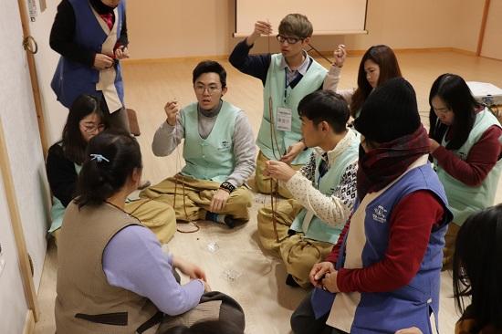 강원도는 한국불교문화사업단과 함께 예불, 공양, 염주 만들기 등의 체험 프로그램이 담긴 올림픽 특별 템플 스테이를 월정사, 신흥사, 낙산사, 백담사, 삼화사 등 5개 사찰에서 운영한다