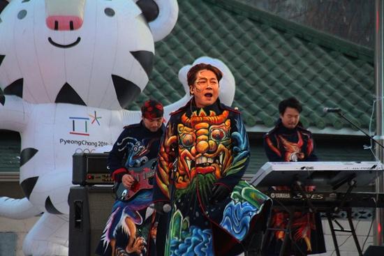 지역 축하행사 고구려밴드 공연의 모습