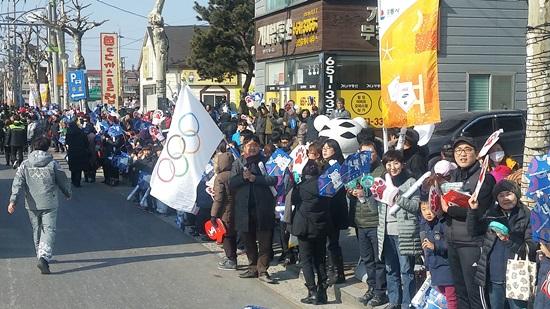 강릉시 성덕.포남로 성화봉송 환영시민