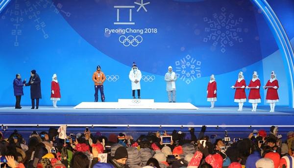 평창올림픽플라자에서 진행되는 메달 시상식.(출처=뉴스1)