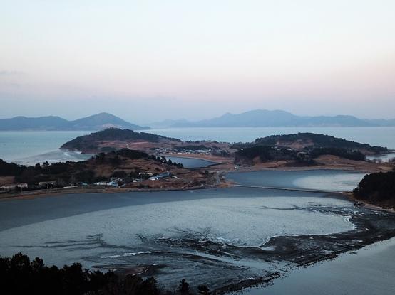 점토질 펄갯벌이 발달한 여자만의 중심, 여자만의 특성을 가장 잘 보여주는 섬이 장도다.