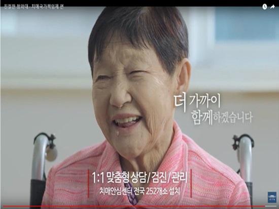 할머니, 손 한 번 줘보세요~